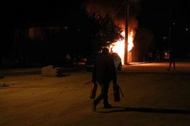 Garajda yangın çıktı, alevler evi sardı: Mahsur kalan kadını itfaiye kurtardı
